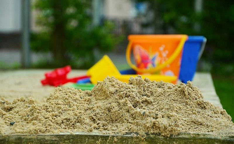 sandpit-in-garden