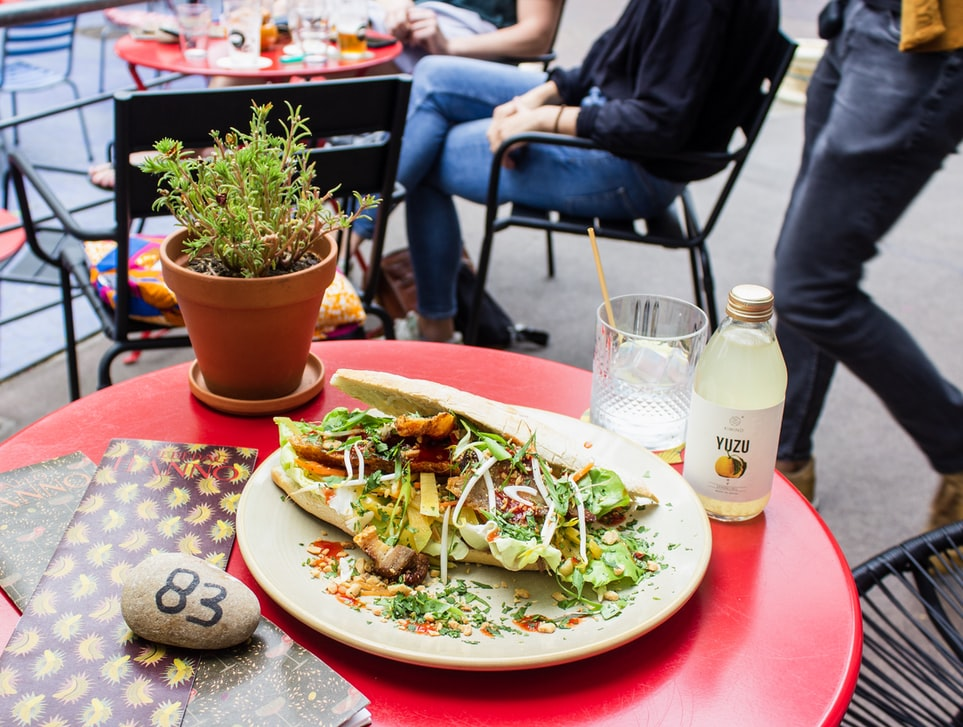 pavement-tables-outdoor-dining