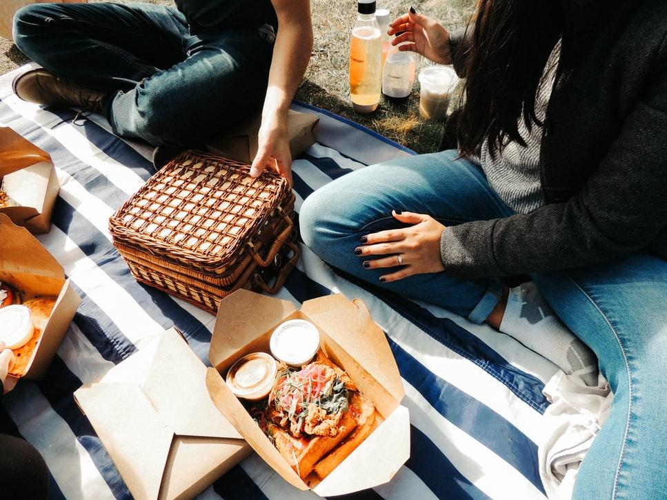 takeaway-food-outdoor-dining